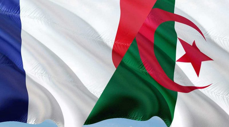 Drapeaux français et algérien