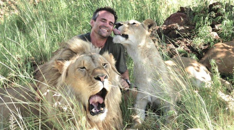 Kevin Richardson, el amigo de los felinos