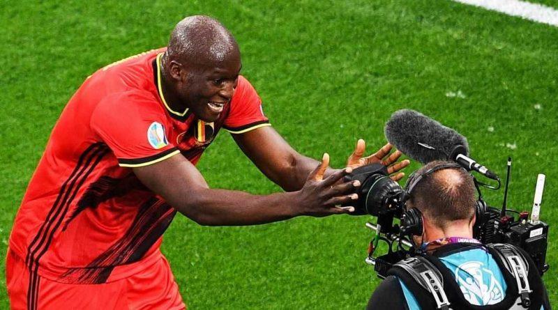 Bélgica corrige a Rusia con un doblete de Lukaku, Finlandia sorprende a Dinamarca